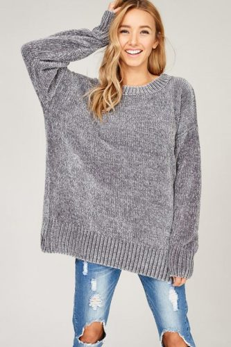 If I have learned anything this year from sitting in the carpool line at  the high school, it\u0027s that oversized sweaters and sweatshirts are back.